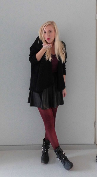Herfst-lookbook-outfit-bordeaux-skater-skirt-high-wasted-1