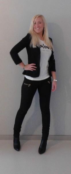 Herfst-lookbook-outfit-zwart-wit-shirt-opdruk-3