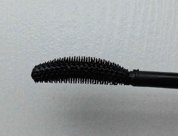 Max-factor-clump-defy-mascara-review-5