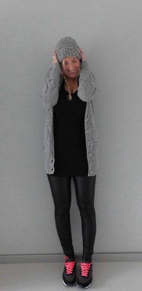 OOTD-outfit-of-the-day-leather-legging-nike-bershka-sneakers-vest-muts-leren-look-1