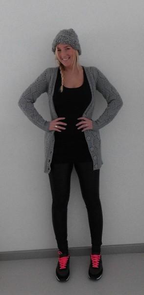 OOTD-outfit-of-the-day-leather-legging-nike-bershka-sneakers-vest-muts-leren-look-4