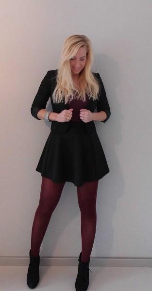 outfit-skater-skirt-bordeaux-shirt-colbert-short-jacket-wedges