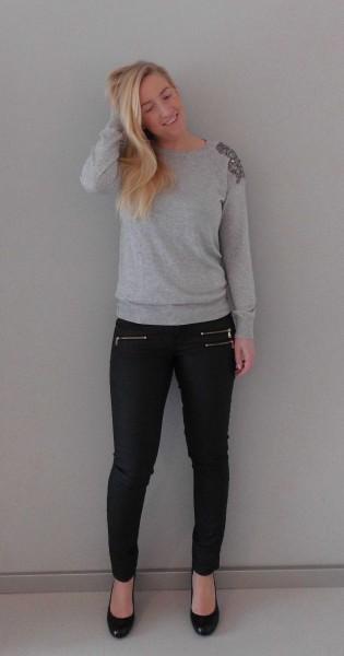 OOTD-outfit-Primark-trui-leren-look-broek-en-zwarte-pumps-van-Haren-1