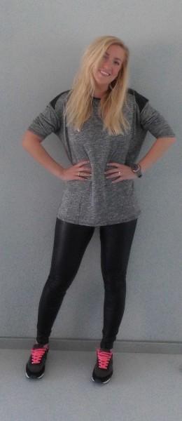 OOTD-outfit-leather-legging-leer-bershka-shirt-pull-bear-leren-schouders-grey-grijs-nike-gympen-1