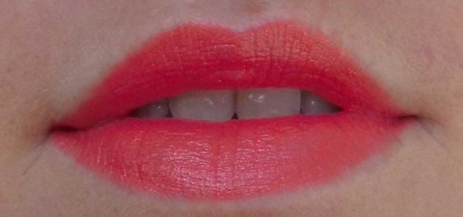 L'Oreal-Lipstick-Blond-Doutzen-372-orange-2