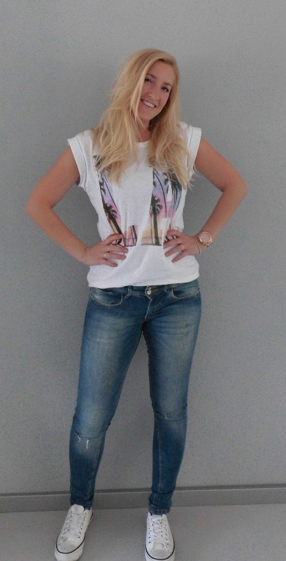 OOTD-outfit-LA-shirt-oversized-t-shirt-jeans-white-witte-nep-converse-1