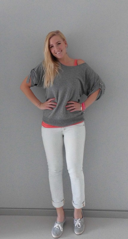 ootd-outfit-grijze-trui-jeans-light-comfy-gympen-H&M-bershka-4