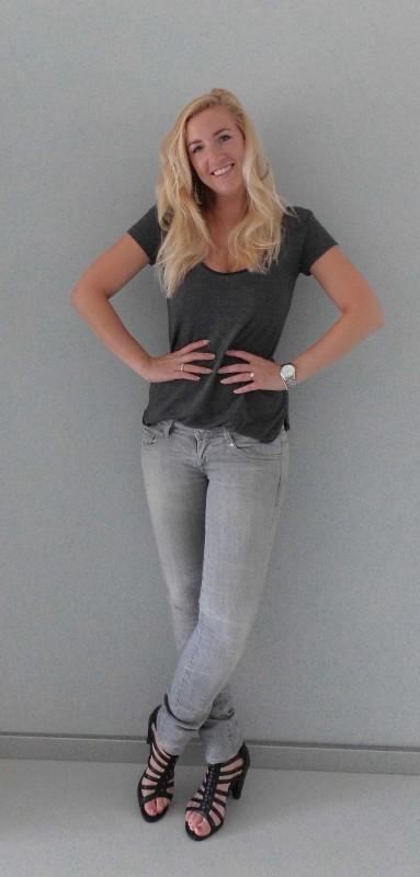 OOTD-outfit-of-the-day-grey-grijze-jeans-shirt-bershka-gladiator-heals-hakken-sexy-stoer-daytime-overdag-3
