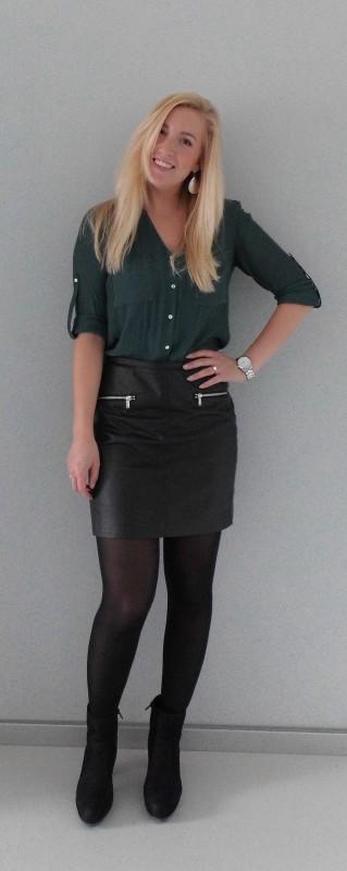 OOTD-outfit-office-work-day-netjes-leren-rok-hm-blouse-donkergroen-zwarte-laarzen-laarsjes-van-haren-5