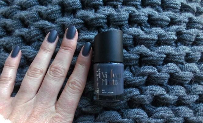 NOTD-nagels-nails-nailpolish-nagellak-rimmel-london-velvet-touch-matte-2