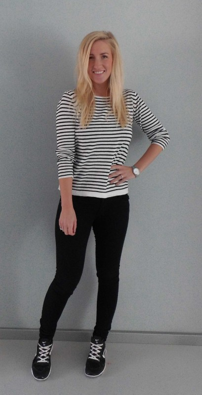 OOTD-Outfit-look-zwart-wit-black-white-stripes-nikes-nike-primark-1