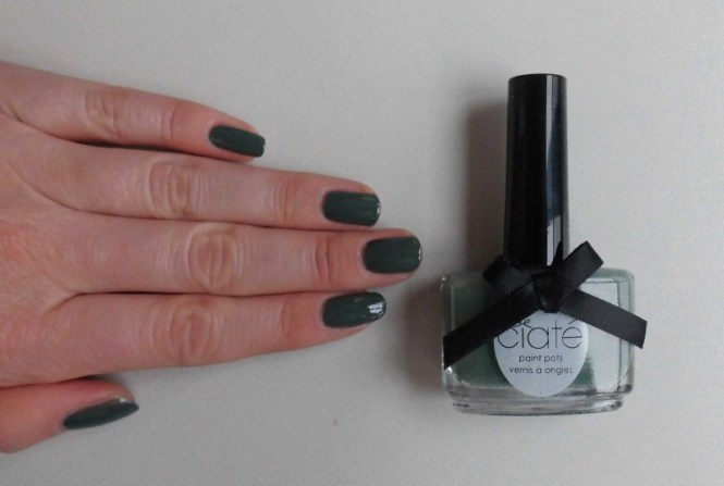 notd-ciate-nailpolish-in-018-vintage-dark-green-groen-nagellak-review-nagels-nails-5
