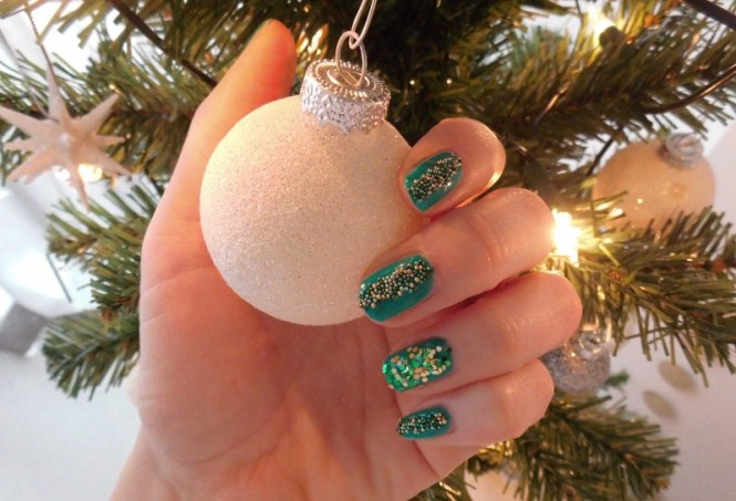 Kerst-nailart-nails-nagellak-nagels-NOTD-ciaté-caviar-glitter-groen-green-emerald-13