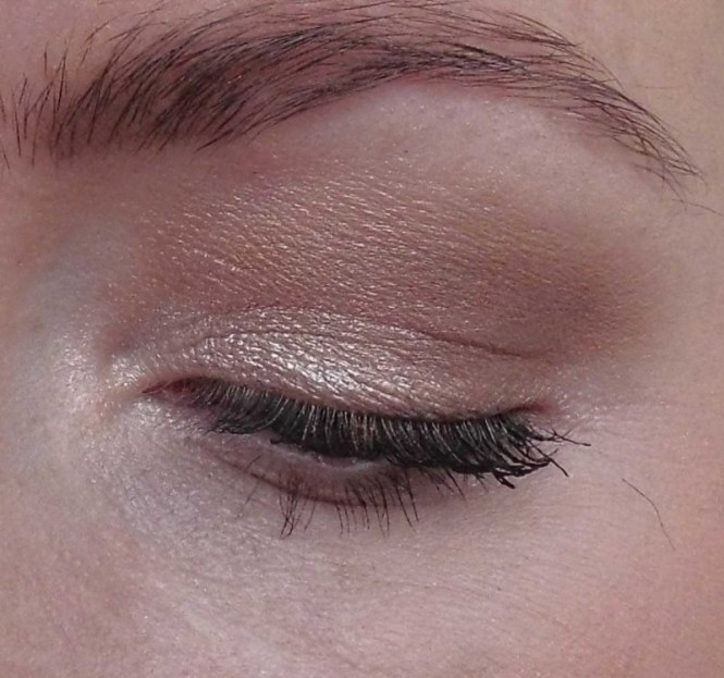 Review-makeup-revolution-london-flawless-ultra-eyeshadow-32-palette-blondiebeautyfashion-look-13