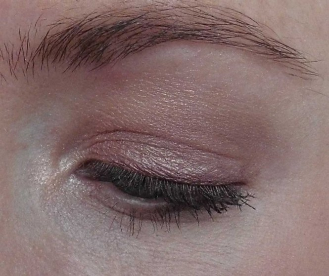 Review-makeup-revolution-london-flawless-ultra-eyeshadow-32-palette-blondiebeautyfashion-look-14