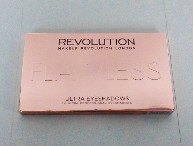 Review-makeup-revolution-london-flawless-ultra-eyeshadow-32-palette-blondiebeautyfashion-look-15