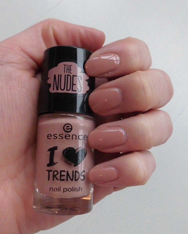 NOTD-nagellak-nailpolish-essence-budget-the-nudes-trend-polish-03-i'm-lost-in-you-naturel-5