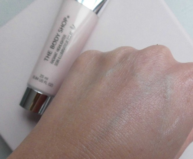 The-Body-Shop-Radiant-highlighter-primer-glowy-skin-review-6
