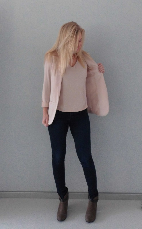 ootd-outfit-of-the-day-what-im-wearing-colbert-jacket-pink-nude-roze-basic-classic-jeans-denim-boots-budget-5
