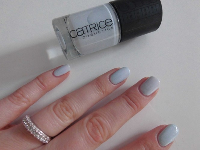 Catrice-Nude-Purism-limited-edition-collectie-review-nagellak-nail-polish-lacquer-c03-pure-blue-2