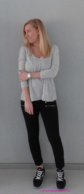 OOTD-outfit-of-the-day-simpel-stoer-basic-minimal-zwarte-cropped-broek-stradivarius-grijze-oversized-jumper-trui-bershka-nike-nikes-2