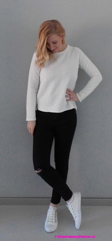 OOTD-outfit-style-day-dag-sweater-primark-trui-ripped-jeans-stradivarius-white-sneakers-wit-zwart-casual-leather-2