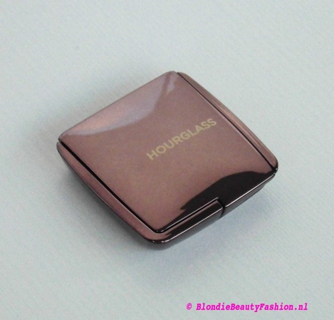 Review-hourglass-Ambient-lighting-power-dim-light-5