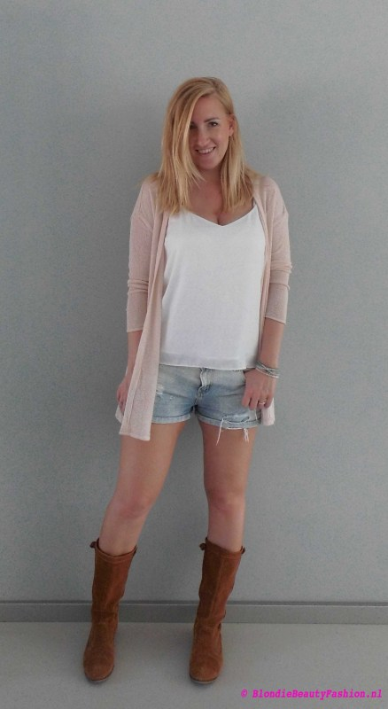 OOTD-outfit-style-festival-casual-jeans-shorts-wit-boots-stradivarius-zara-1
