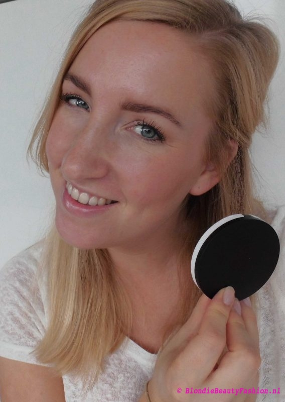 Review-Lily-Lolo-Illuminator-in-Champagne-highlighter-glow-8