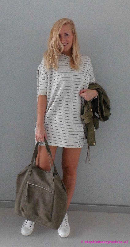 outfit-ootd-pull-bear-sweater-dress-stradivarius-white-witte-sneakers-bag-green-groen-army-jack-1