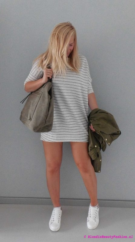 outfit-ootd-pull-bear-sweater-dress-stradivarius-white-witte-sneakers-bag-green-groen-army-jack-3