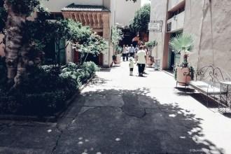Ensemble Artisanal alley shopping