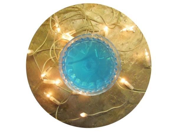Blauer Drink in Sektschale
