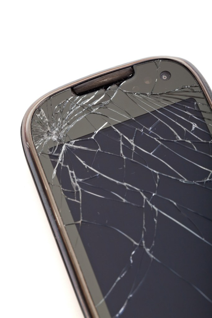 broken_cell_phone_208015