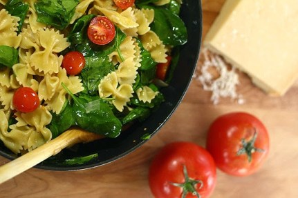 World Vegetarian Day- Garlic Pasta with Spinach and Tomatoes