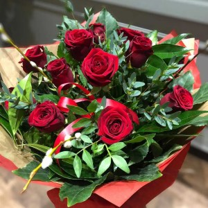 dozen red roses valentines day bouquet 1