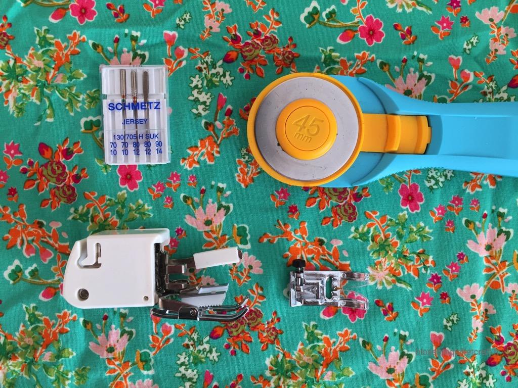 les outils pour coudre du tissu jersey avec sa MAC