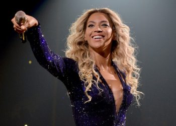Beyoncé se ridiculise devant son public pendant un concert en Pologne
