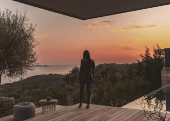 AYA NAKAMURA ouvre son coeur dans son nouveau clip 'Soldat'