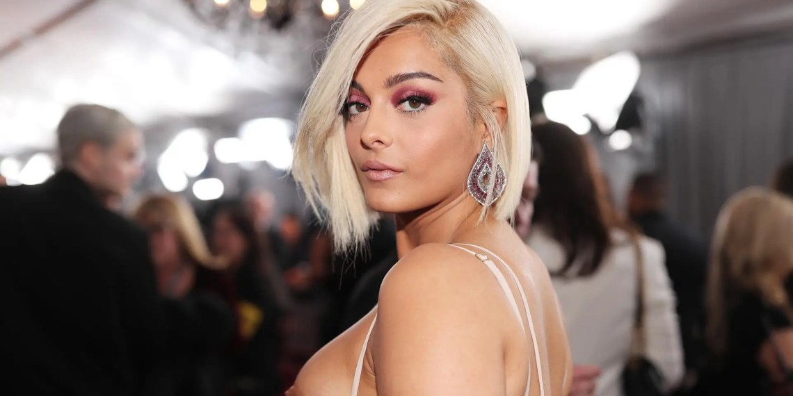 """Bebe Rexha pose nue pour promouvoir le mouvement """" Stay at Home"""