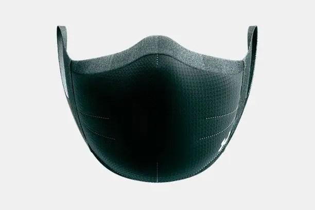 Contrairement à d'autres masques faciaux lancés par des marques comme adidas et New Balance, le UA Sportsmask