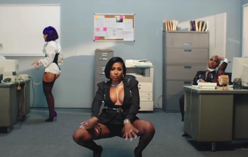 "City Girls x Doja Cat dans le clip ""Pussy Talk"""