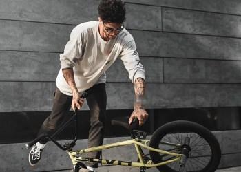 Swatch lance une seconde collaboration avec Bape, la marque streetwear
