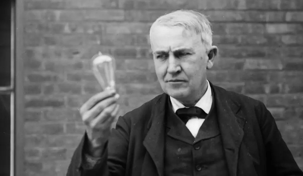 Joe Biden avoue qu'un homme noir a inventé l'ampoule électrique, et non Thomas Edison
