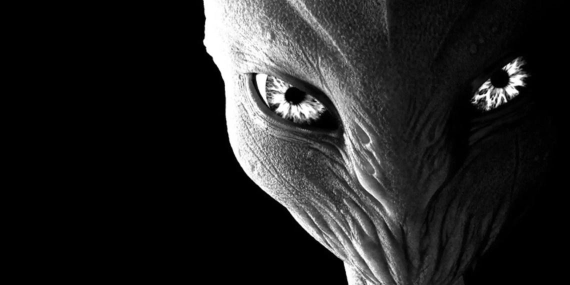 "Selon un ex agent de l'espace, les extraterrestres existent : ""Ils veulent que nous les aidions"""