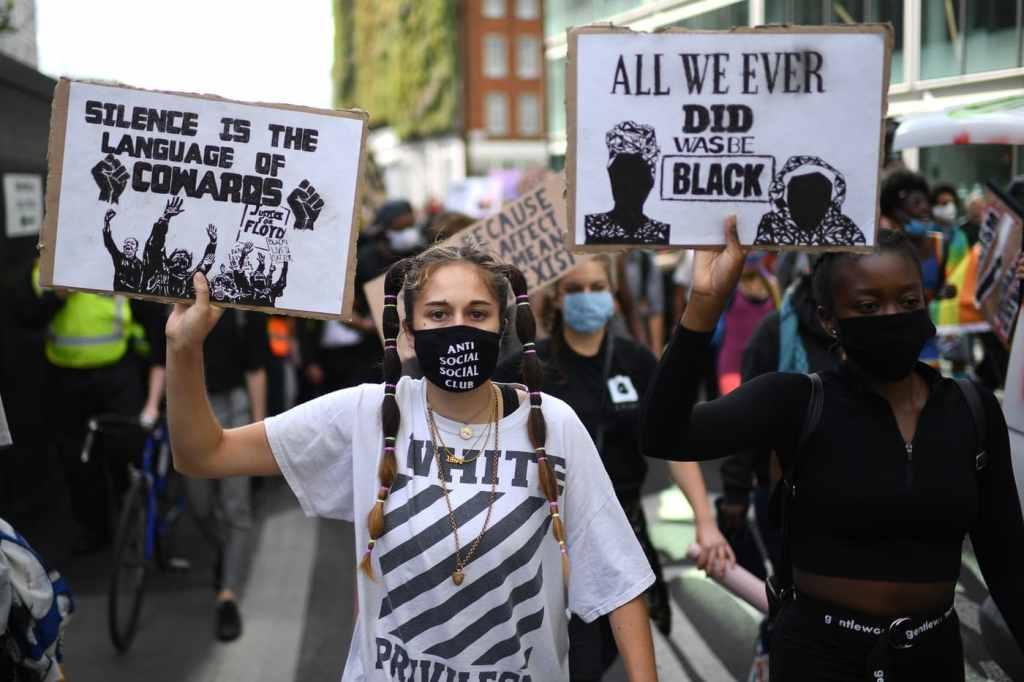 L'année 2020 a était éprouvante pour beaucoup de personne ; entre le Covid-19, la mort de certains artistes ou encore les manifestations et autres types de grèves… Nous faisons le point avec vous.