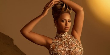 Beyoncé annonce qu'un nouvel album est en préparation.