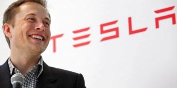 Tesla devient le premier constructeur automobile à atteindre le billion de dollars.