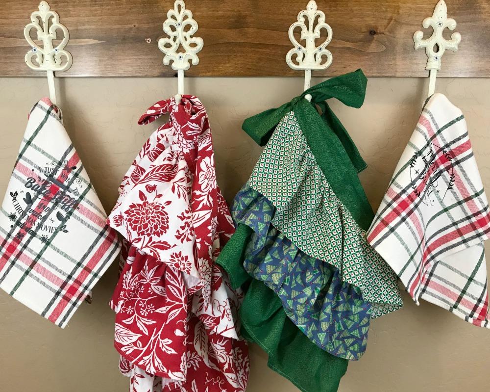 Nostalgic Farmhouse Christmas Aprons & Towels You Can Make