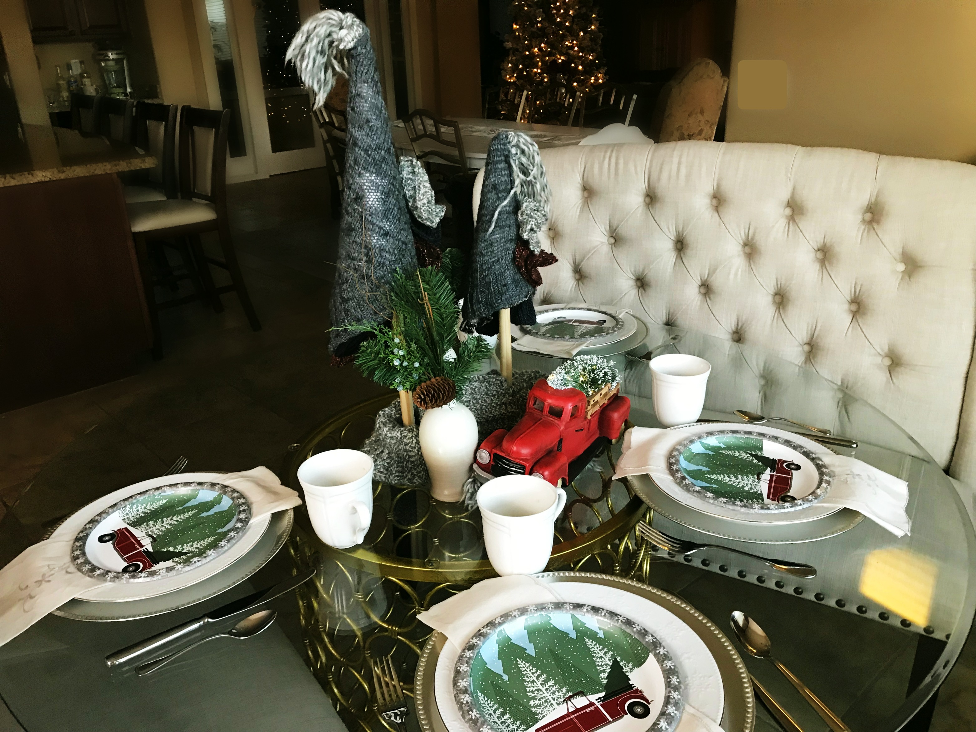 Sweater Weather Christmas Table Setting: How to Build your Tablescape around a Theme